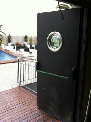 puerta-acustica-barra-antipanico-2