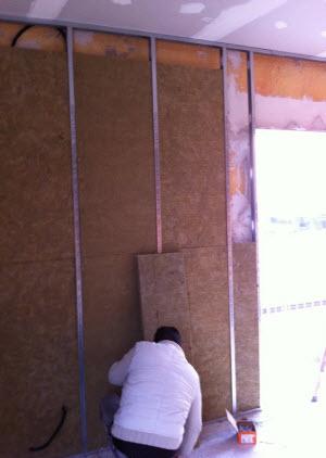 Instalación pared acústica local